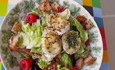 Salat mit warmem Ziegenkäse und Himbeeren