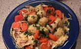 Hühnersuppe mit Klößchen und Nudeln
