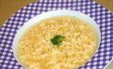 Hühnerboullion mit Ei und Parmesan