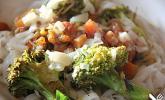 Wokgemüse mit Kokossauce und Nudeln