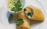 Menü 3 Vorspeise: Feta-Blattspinat-Rolle mit Sesam und süß-saurem Dip