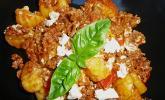 Gnocchi mit mediterraner Tomaten - Hack - Sauce