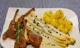 Spargel mit Lammkoteletts und Gorgonzola-Sauce