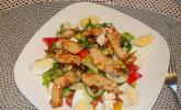Bunter Salat mit scharfen Putenstreifen