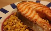 Lachs-Steaks mit Thymian-Mais und roter Buttersauce