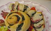Pikante Pizza-Focaccia-Schnecken mit Spinat