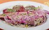 Rote Bete-Salat mit geräucherten Forellenfilets und Meerrettichdressing