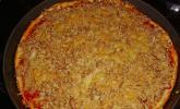 Pizza mit Sardellen und Thunfisch