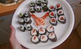 Sushi mit Tomate und Mozzarella