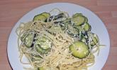 Nudeln mit Ricotta und Zucchini