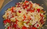 Reissalat mit Salami und Paprika