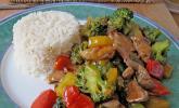 Hähnchenbrustgeschnetzeltes mit Paprika und Brokkoli aus dem Wok