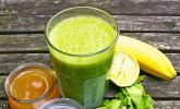Grüner Frühstücks-Smoothie mit Radieschengrün