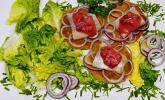 Matjes mit Senf-Preiselbeerkonfitüre auf Röstitalern
