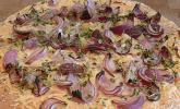 Schiacciata mit roten Zwiebeln