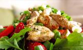 Hühnerbrust mit Erdbeeren und Frühlingszwiebeln an Portweindressing