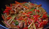 Platz 39: Schnelles Thai - Curry mit Huhn, Paprika und feiner Erdnussnote
