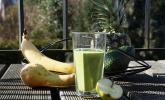Grüner Smoothie mit Erdnussbutter