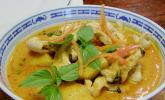 Südthailändisches Curry mit Garnelen und Ananas