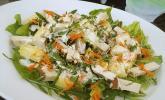 Blattsalat mit Hähnchen und Ananas