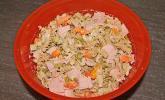 Nudelsalat mit Erbsen und Möhrchen