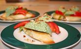 Rucolamousse mit Pinienkernen auf Crostini
