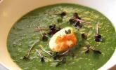 Spinatsuppe mit gebackenem Ei