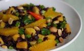 Schwarzer Reissalat mit Mango und Orangen