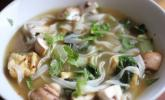 Vietnamesische Nudelsuppe (Phó) mit Tofu