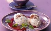 Marzipan-Mohn-Mousse mit Himbeersauce