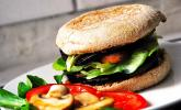 Tomaten-Auberginen-Avocado-Burger