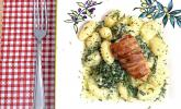 Bacon-Putensteaks mit Gnocchi in Spinat-Gorgonzolasauce