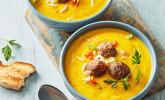 Rezept Cremige Kürbissuppe mit Äpfeln, Karotten und Kartoffeln