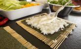 Schritt 7: Ein Klecks der leckeren Creme in der Mitte des Algenblatts verstreichen.