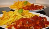 Currywurst mit Pommes (Deutschland)
