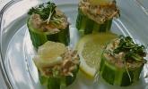 Thunfisch-Kräutercreme in Gurkenbissen