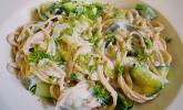 Nudelgericht grün - weiß, vegetarisch