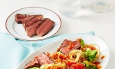 Spaghetti mit Tomaten-Kapern-Sambal und Steakstreifen