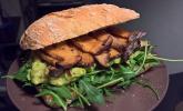Sandwich mit Kräuterseitlingen und Guacamole