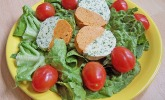 Grün - rote Kräuterbutter mit Kerbel und Paprika