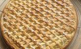 Apfelkuchen aus Hefeteig mit Gittern