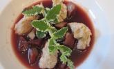 Mutterns Fliederbeersuppe mit Grießklößchen