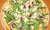 Weiße Pizza mit Steinpilz, Gorgonzola und Rucola