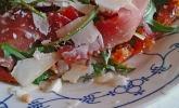 Lauwarme Pizza Parma mit Bruschetta-Tomaten