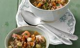 Herzhafter Linseneintopf mit Gemüse und Würstchen