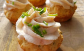 Frühlingszwiebel-Cupcakes mit Räucherlachs-Topping