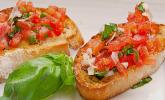 Bruschetta mit Tomaten und Frischkäse