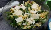 """Dieser """"Nudelsalat auf italienisch"""" hat sich auch schon mal bei einem Team-Kochevent bewährt…"""