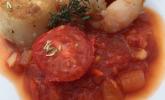 Garnelen und Jakobsmuschel auf Tomatensugo