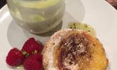 Griechischer Joghurt mit Honig und Pasteis de Nata